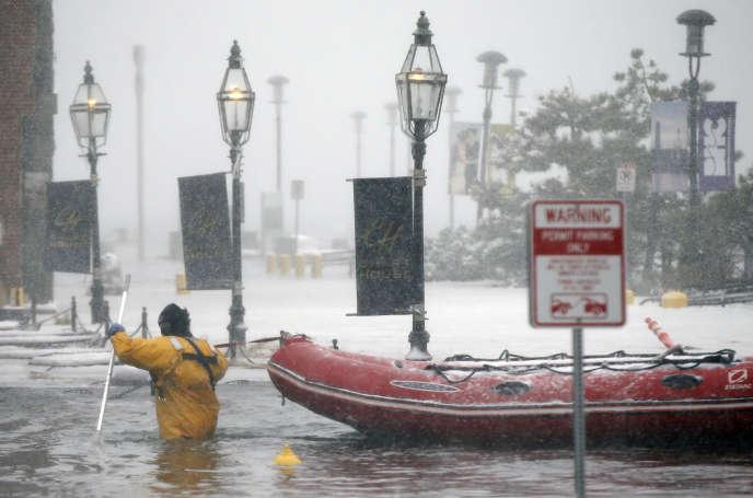 Boston a dû faire face à des inondations surprises jeudi 4 janvier durant la tempête de neige.