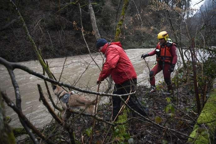 « Selon les premières estimations, les tempêtes Carmen et Eleanor auraient occasionné plus de 150 000 sinistres pour un coût estimé à ce stade d'environ 200millions d'euros », a écrit laFédération française de l'assurance