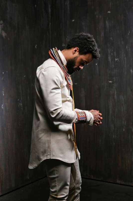 Le chanteur américain Bilal.