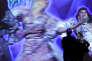 Dans le remake de la comédie musicale des années 1980 « Xanadu», par Brice Dellsperger, le danseur François Chaignaud incarne toutes les muses d'une fresque qui prend vie dans un musée.