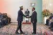 Le président ivoirien Alassane Ouattara et le général Sekou Touré, chef d'état-major des armées, lors dela cérémonie des vœux à la présidence, le 4 janvier 2018 àAbidjan.