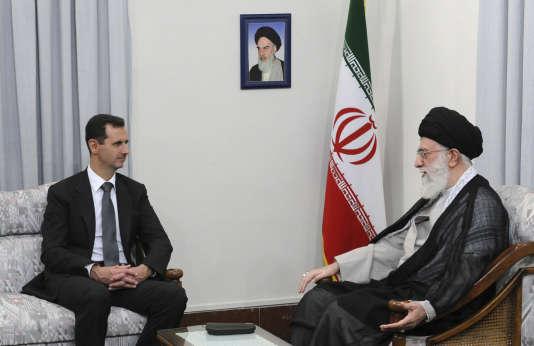 Le président syrien Bachar Al-Assad a rendu visite auguide suprême iranien Ali Khamenei, à Téhéran, le 2 octobre 2017.