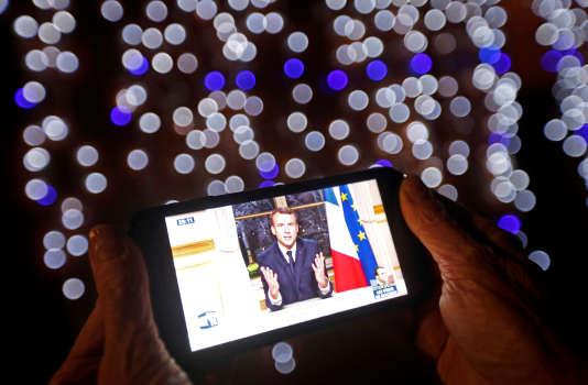 Emmanuel Macron présente ses vœux aux Français, depuis l'Elysée, le 31 décembre 2017.