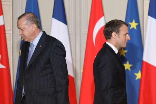 Le président Erdogan était reçu vendredi à Paris, à un moment où la Turquie est de plus en plus isolée sur la scène internationale.