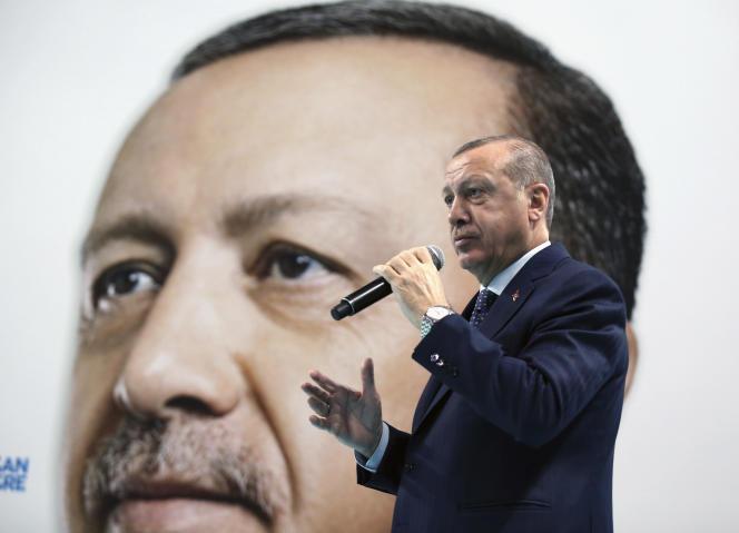 Le président turc, Recep Tayyip Erdogan lors d'un meeting à Düzce (Turquie), le 31 décembre 2017.