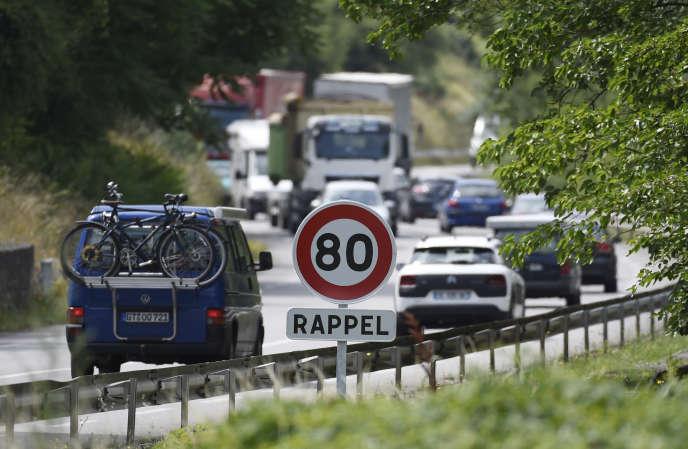 Le passage de la limitation de la vitesse de 90 km/h à 80 km/h, souhaitée par le gouvernement, a été expérimentée en 2015 sur ce tronçon de la RN7, aux abords de Valence (Drôme).