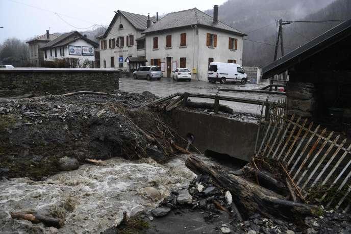 Des dégâts provoqués par la tempête Eleanor, le 4 janvier, dans le village de Morêtel-de-Mailles, en Isère.