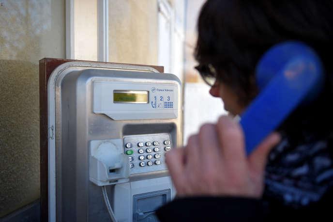 Un téléphone public à Beaumont, en novembre 2017.