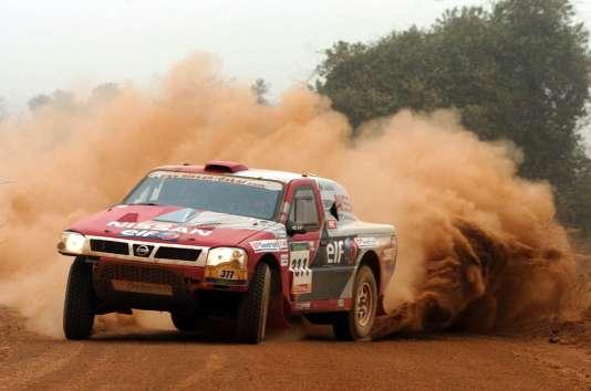 Ari Vatanen sur le Dakar en 2005.