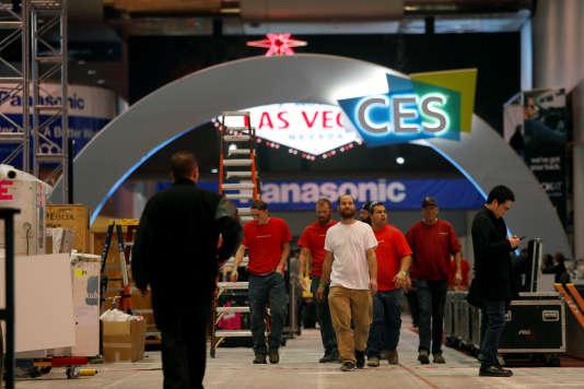 Lors de l'installation du Consumer Electronics Show de Las Vegas, vendredi 5 janvier.