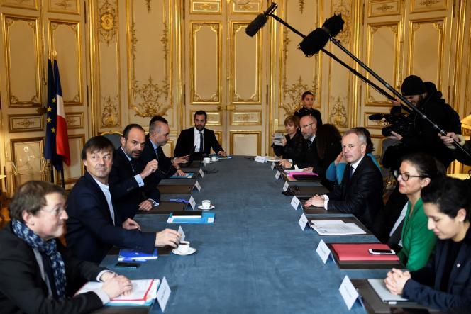Edouard Philippe, Nicolas Hulot et François de Rugy s'entretiennent avec des élus de Loire-Atlantique sur le projet controversé de nouvel aéroport dans ce département.