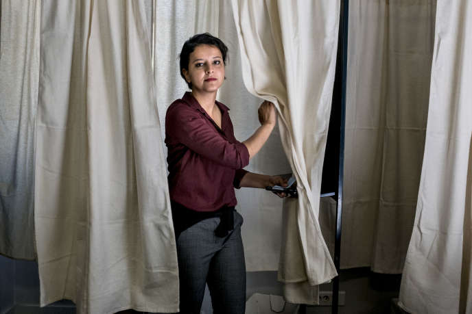 Najat Vallaud-Belkacem le 11 juin 2017, dans un bureau de vote de Villeurbanne (Rhône), où elle était candidate aux élections législatives.