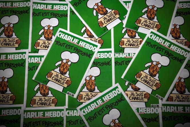 Des exemplaires de la première édition de «Charlie Hebdo» parue après l'assassinat de plusieurs de ses journalistes, le 14 janvier 2015.