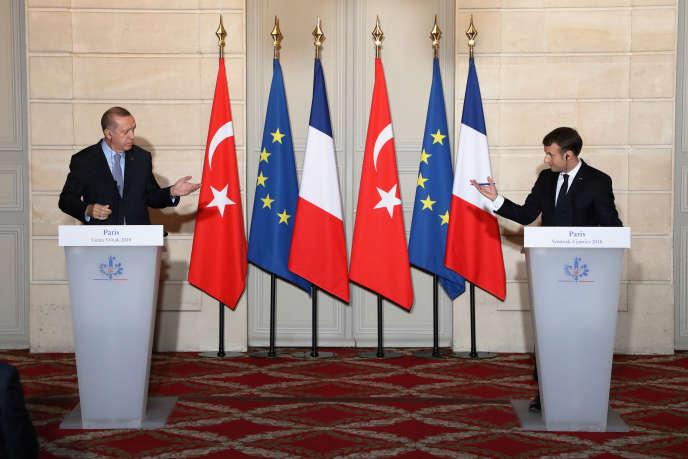 Recep Tayyip Erdogan et Emmanuel Macron, à l'Elysée, à Paris, le 5 janvier.