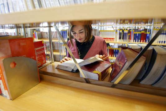 Deux bibliothèques universitaires de l'Université Lyon 3 bénéficient du label NoctamBU+. AFP PHOTO FRED DUFOUR