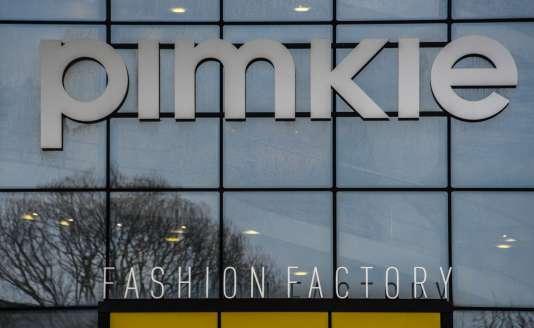 Pimkie compte plus de 700 magasins dans 30 pays et emploie environ 5 200 salariés, selon le site internet de l'enseigne.