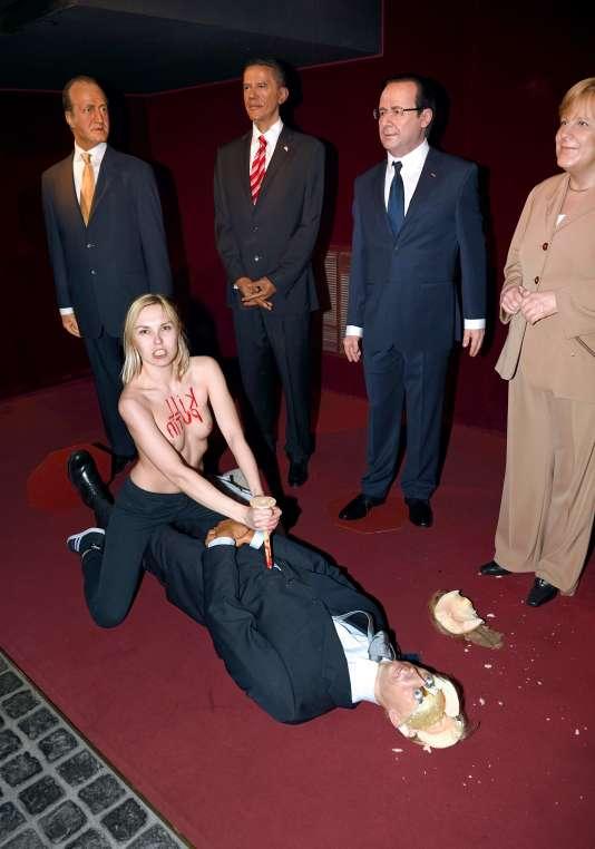 Le 5juin 2014, l'activiste Iliana Zhdanova s'était dévêtue au musée Grévin à Paris, avant de s'en prendre à une statue de cire du président russe, Vladimir Poutine.