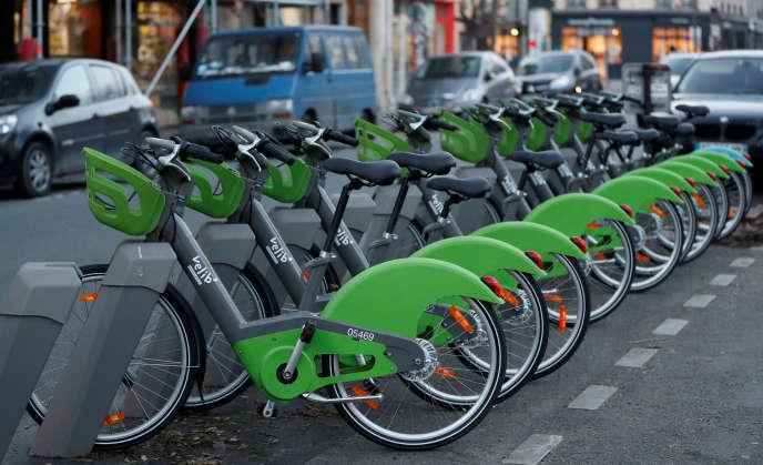 Des vélos Velib' à Paris, le 8 janvier.