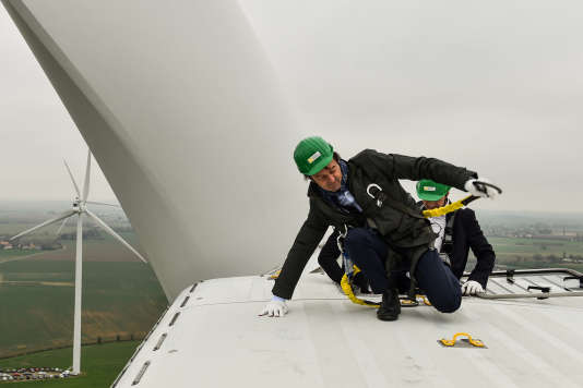 Nicolas Hulot, au sommet d'une éolienne, à Juillé, dans la Sarthe, le 8 janvier 2018.
