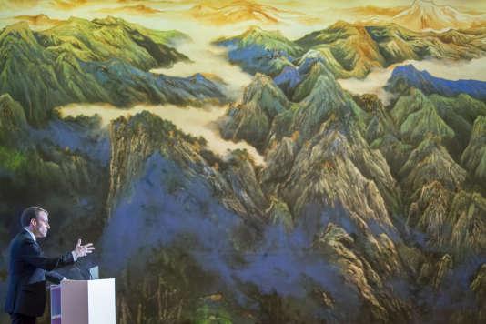 Emmanuel Macron, lundi 8 janvier, à Xi'an, en Chine.
