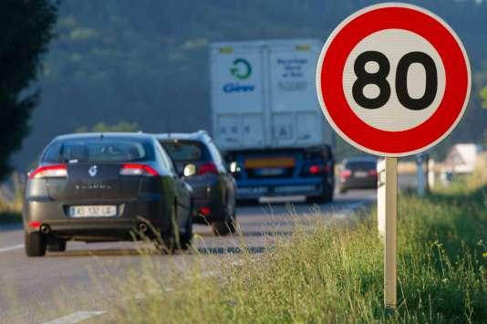 Un panneau de limitation à 80 km/h sur la route nationale 57, en juillet 2015.