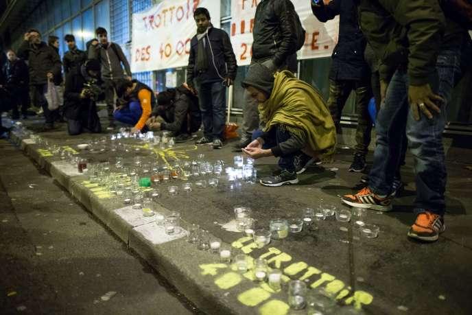 Devant la Plateforme d'accueil des demandeurs d'asile, boulevard de la Villette à Paris, le 18 décembre 2017.