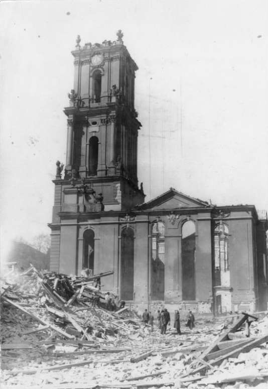 L'église  de la Garnison, le 15 avril 1945.