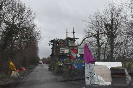 A structure blocking the departmental road that crosses the ZAD of Notre-Dame-des-Landes, January 9.