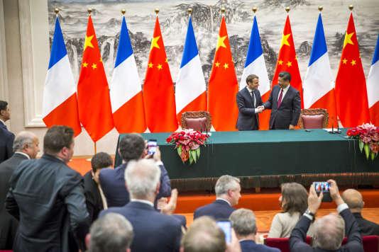 Les présidents Emmanuel Macron et Xi Jinping, mardi 9janvier, à Pékin.
