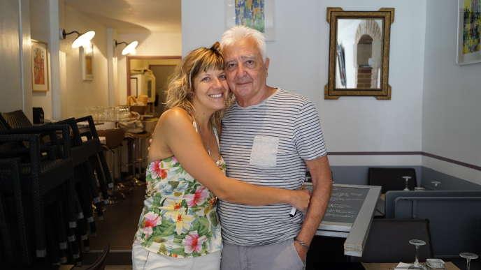 Julie Lafourcade, 32 ans, et Jean-Pierre Nouailles, 71 ans, propriétaires du restaurant Le Fromage rit, à Moissac (Tarn-et-Garonne).