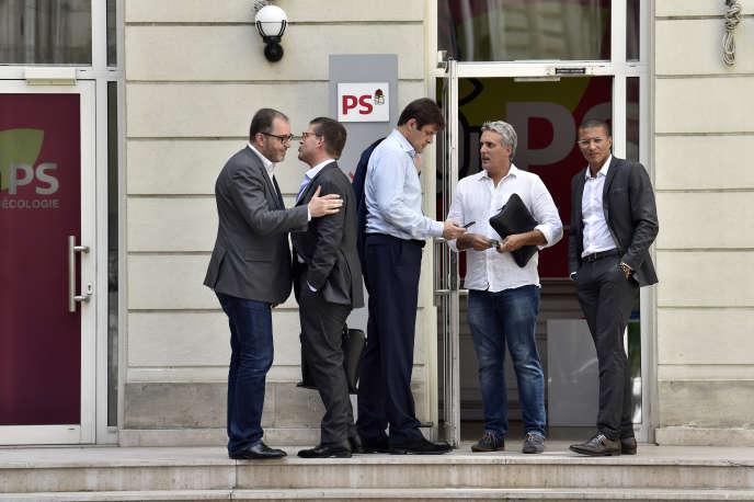 Des membres du PS (de g. à dr.) : Rachid Temal, Luc Carvounas, François Kalfon, Sébastien Denaja, et Karim Bouamrane, à Paris, le 17 juillet 2017.