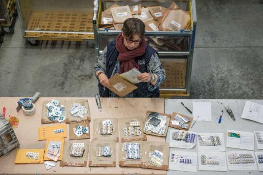 Saisie de médicaments à la douane de l'aéroport de Roissy, le 15 décembre 2017.