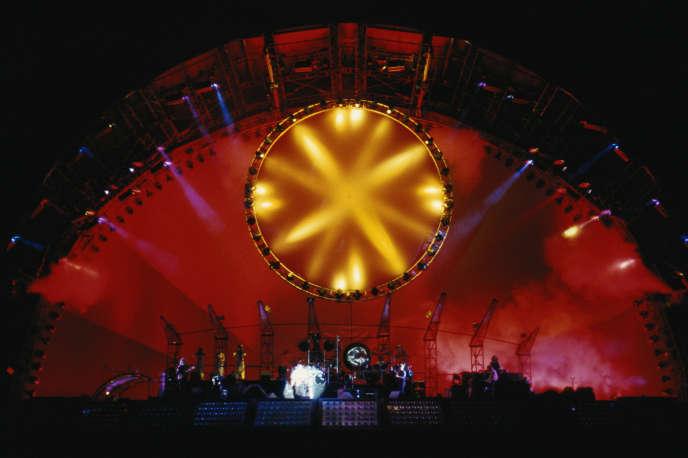 Lors du Division Bell Tour, dernière tournée du groupe Pink Floyd, en 1994.