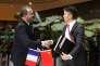 Richard Liu, le PDG de JD.com (à droite), a signé un accord de coopération avec le président de Business France, Christophe Lecourtier, le 9 janvier, à Pékin.