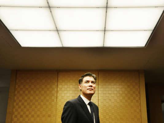 Olivier Faure, président du groupe socialiste, pose dans les couloirs de l'Assemblée nationale, le 8 janvier.
