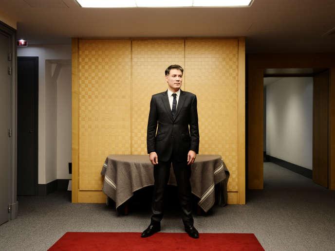 Olivier Faure, président du groupe socialiste à l'Assemblée nationale, pose dans les couloirs de l'Assemblée, le 8 janvier.