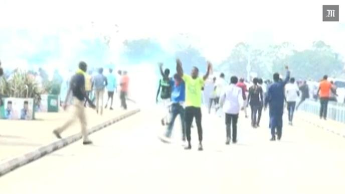 Lundi 8 janvier, à Abuja, la police a dispersé une manifestation de chiites à coups de gaz lacrymogènes.