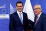 Le président de la Commission européenne, Jean-Claude Juncker (à droite), et le premier ministre polonais, Mateusz Morawiecki, le 9 janvier à Bruxelles.