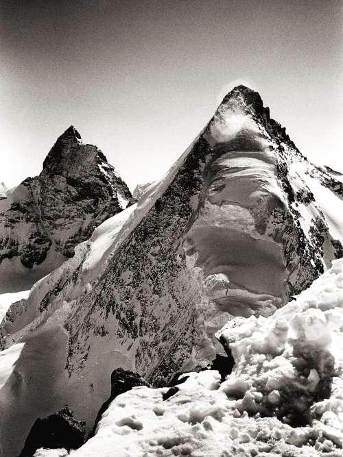 « La dent d'Hérens avec le Cervin depuis la Tête de Valpelline (Valais, Suisse). »