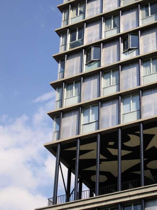 Les logements de la tour Croulebarbe, construite par Edouard Albert en 1958, s'envolent jusqu'à 9 000 euros le mètre carré.
