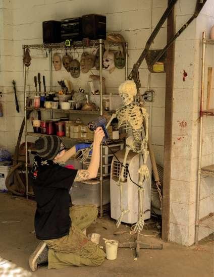 Un squelette en cours de fabrication chez Dapper Cadaver à Burbank en Californie. La moyenne est de trois corps par jour.