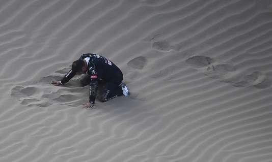 Le copilote Daniel Elena s'est blessé en tombant violemment dans un trou de sable lors de la 5e étape du Dakar, le 10 janvier, contraignant l'équipage à l'abandon.