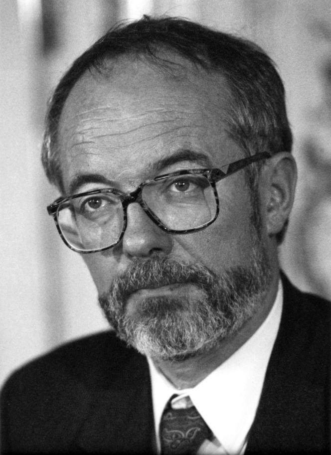 Philippe Marchand, alors ministre de l'intérieur, en 1991.