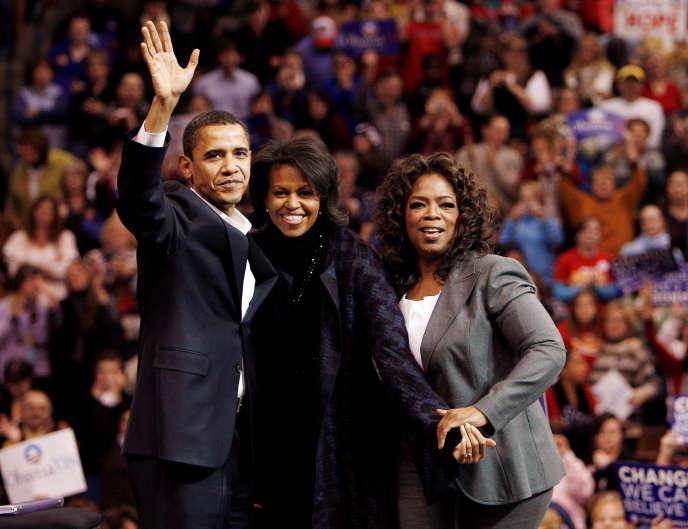 Barack Obama, avec sa femme Michelle et Oprah Winfrey, lors d'un rassemblement à Manchester, dans le New Hampshire, le 9 décembre 2007.