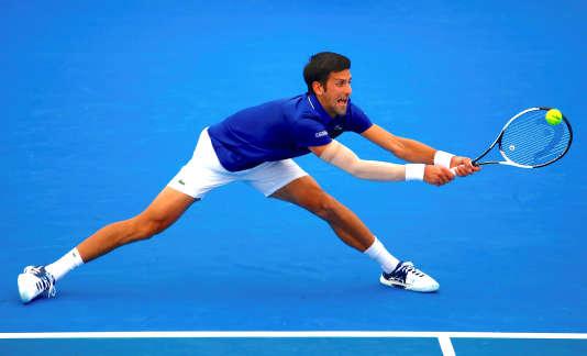 De retour sur le circuit après six mois d'absence, Novak Djokovic étrennera un manchon au coude droit à Melbourne.