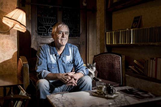 L'écrivain oulipien Jacques Jouet, au Square Gardette, le 6 décembre 2017 à Paris.