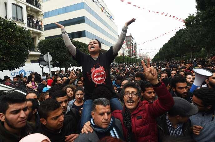 Une manifestation contre le gouvernement, à Tunis, le 9 janvier.