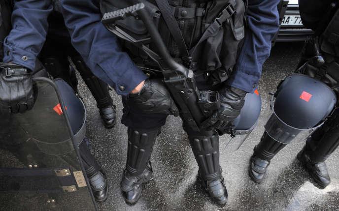 Les dossiers traités par le Défenseur des droits« mettent en cause majoritairement des agents des unités non spécialisées dans le maintien de l'ordre, telles que les BAC (brigades anticriminalité) et les compagnies de sécurisation et d'intervention ».