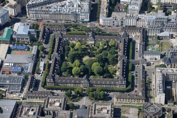 Vue aérienne de l'hôpitalSaint-Louis, à Paris.