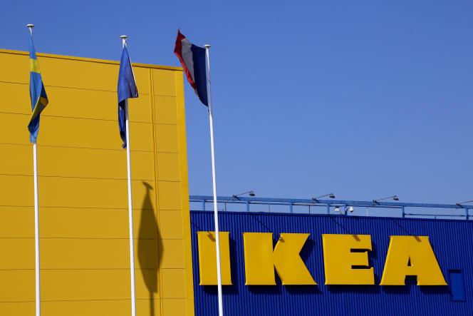Le magasin Ikea de Roissy-en-France, près de Paris, en 2016.Ikea se voit reprocher le «recel habituel» de quatre infractions, notamment celle liée à la «collecte de données à caractère personnel contenues dans un fichier par un moyen frauduleux, déloyal ou illicite».